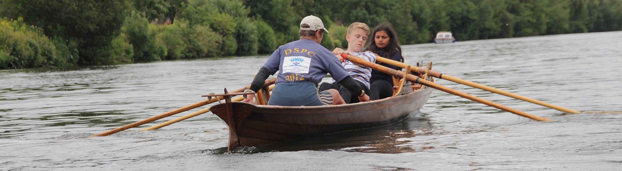 Skiff juniors at Dittons Skiff and Punting Club overlooking Hampton Court Palace