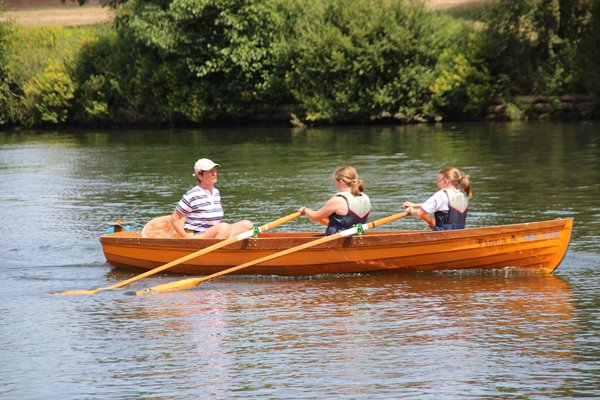 junior skiffing and punting in thames dittons